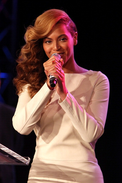 Beyonce singing at the Super Bowl Press Conference Photo by Mike Lawrie/Getty Images)