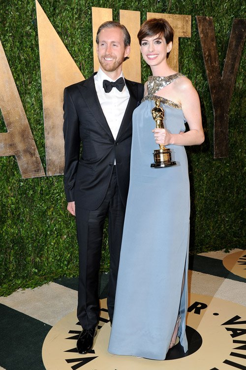 Ann Hathaway and her husband at the Vanity Fair Oscar Party 2013 Photo Credit Getty Images