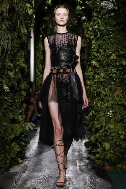 Valentino Fall 2014-2015 Haute Couture ( Photo by Fashion GPS)